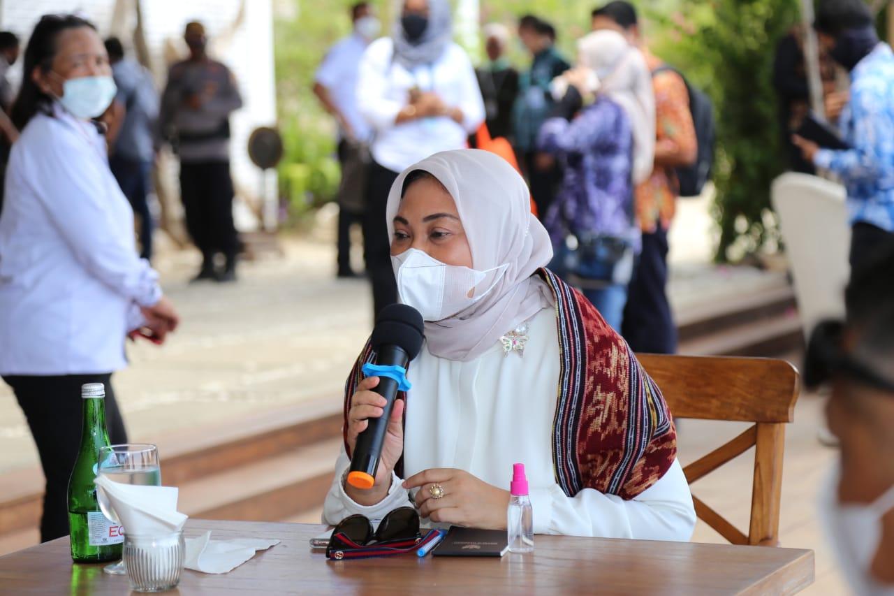 Menaker Bahas Kesiapan SDM Pariwisata dengan PHRI di Labuan Bajo