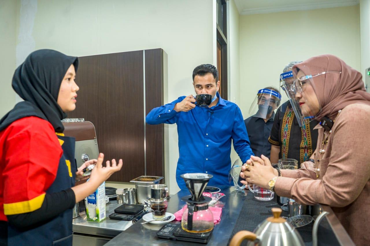 """Rafi Ahmad Puji Kopi Buatan Siswa Pelatihan """"Enak Banget"""""""