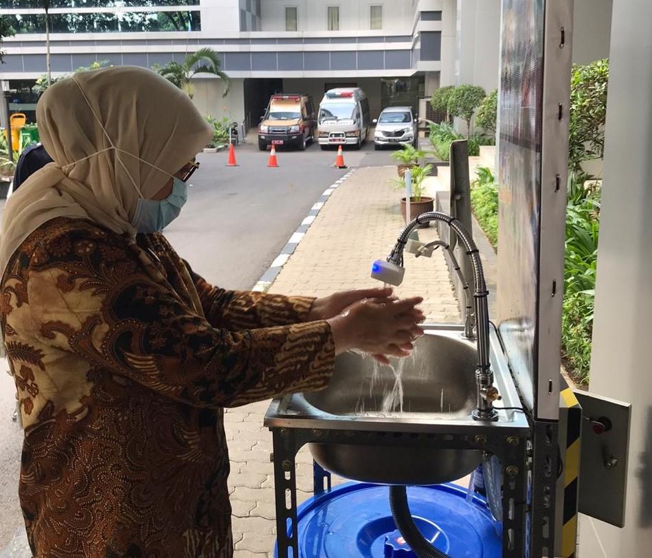 Wastafel Otomatis Karya Siswa Pelatihan BBPLK Bekasi diuji coba Menaker
